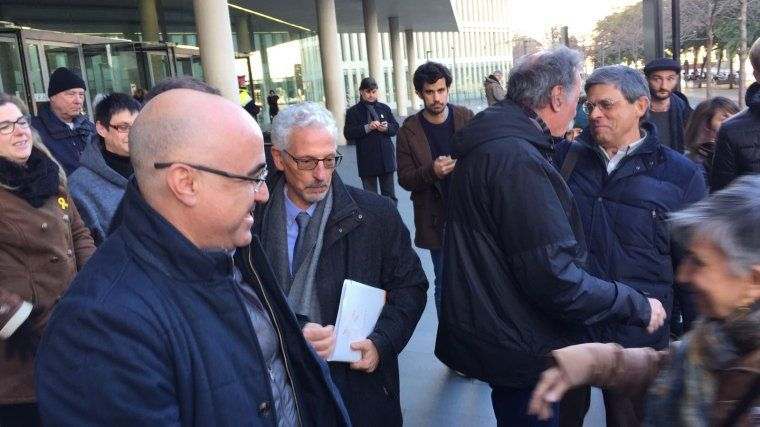 Santi Vidal sortint del jutjat
