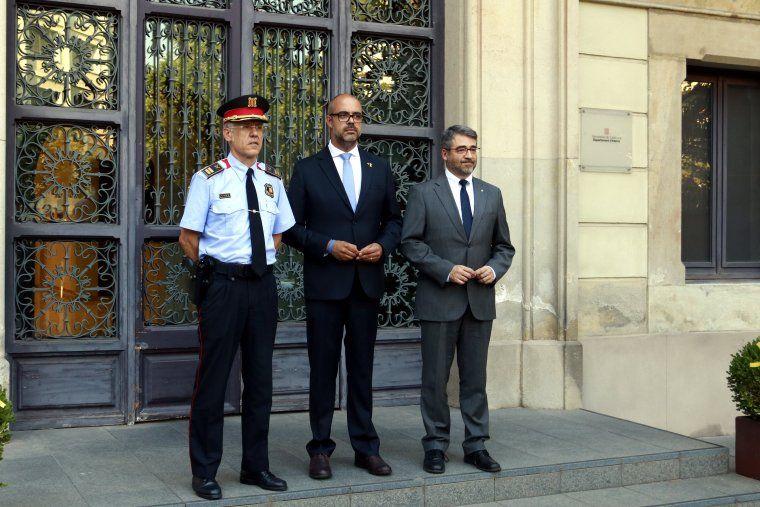 Miquel Esquius, nou cap dels Mossos d'Esquadra, amb  Buch i el director general de la Policia, Andreu Martínez