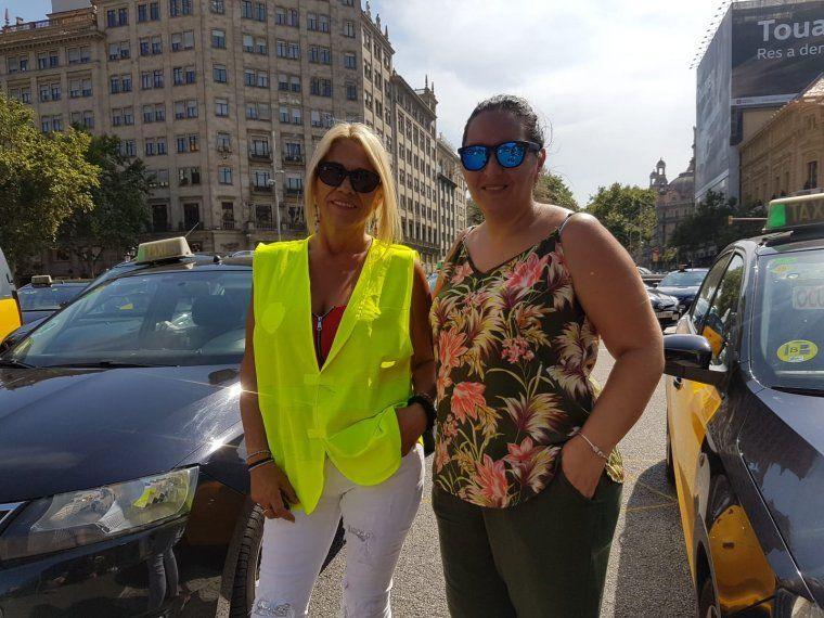 Les taxistes Luz González i Sílvia Núñez enmig de la marxa lenta de taxis a Barcelona