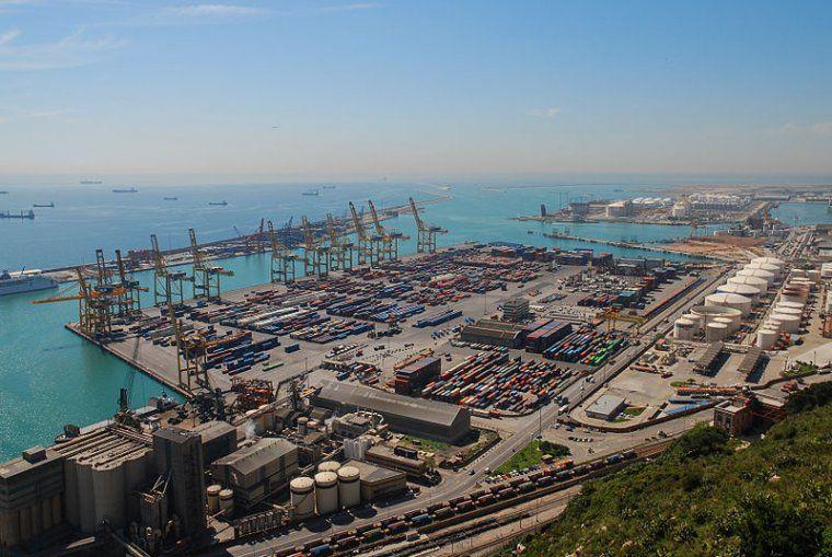 L'equip d'Ada Colau vol que augmenti el control de les mercaderies que arriben al Port de Barcelona