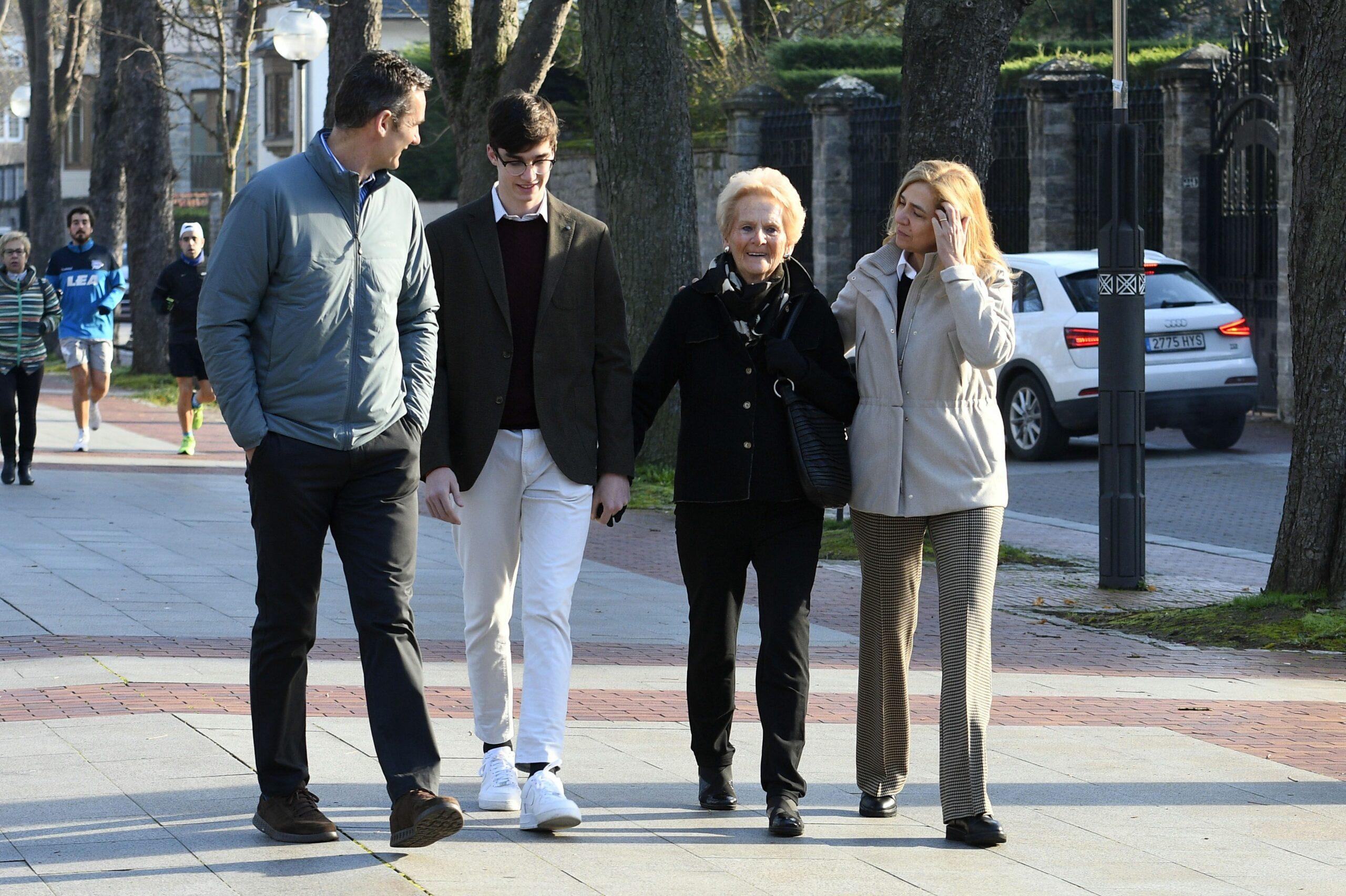 La família Urdangarin passeja per Vitòria  Europa Press