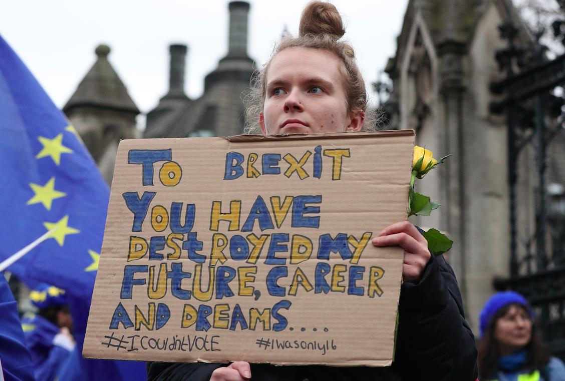 Una noia en una protesta a Londres contra el Brexit (EP)