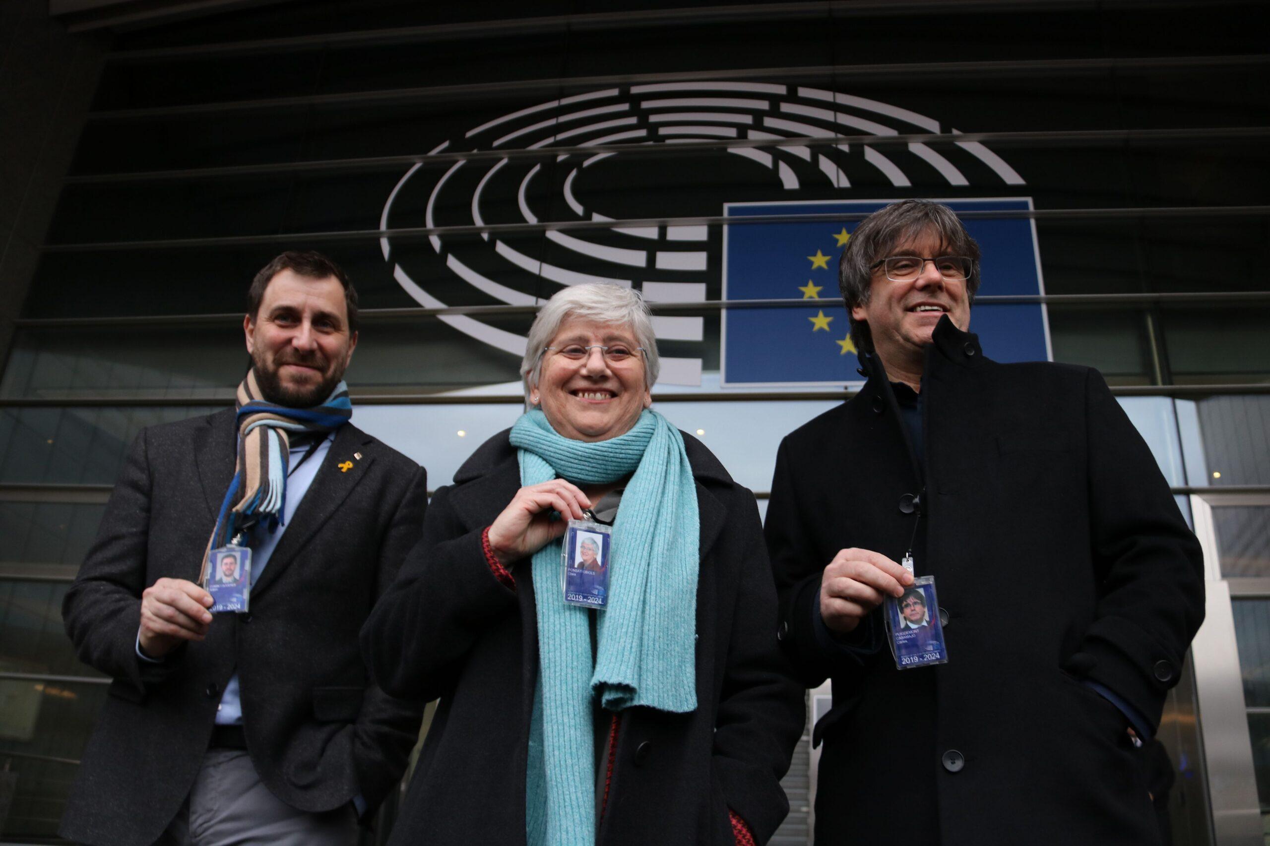 L'eurodiputada de JxCat, Clara Ponsatí, a la seva arribada a l'Eurocambra amb els també eurodiputats Carles Puigdemont i Toni ComínEl manifest de l'esquerra independentista dóna suport al Consell per la República (ACN)