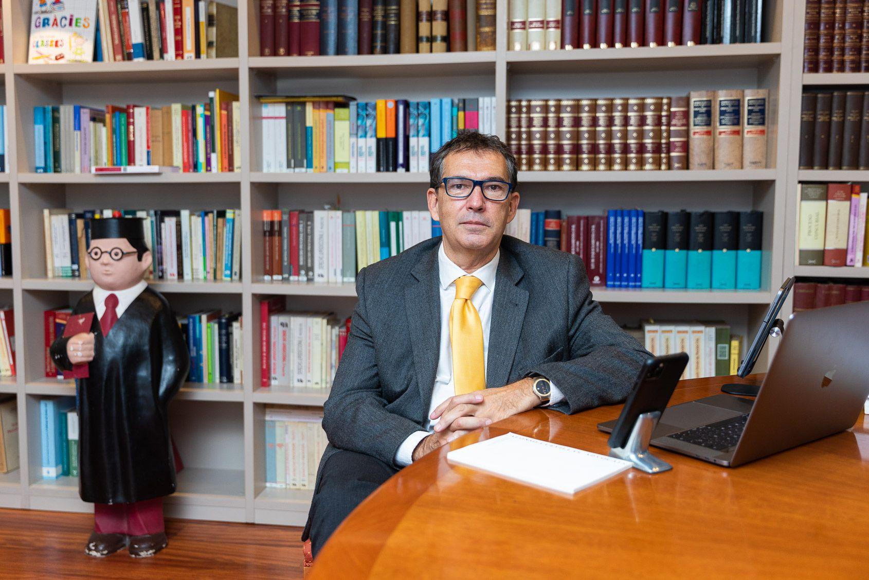 Cuevillas, al seu despatx de Barcelona