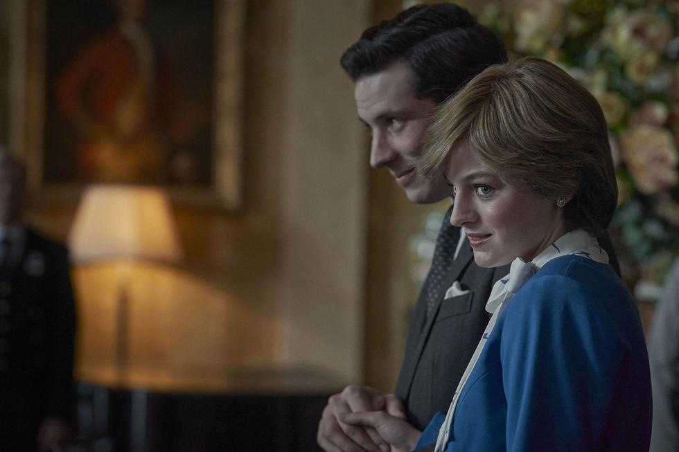 El príncep Carles i Diana de Gal·les en un fotograma de la sèrie    Netflix