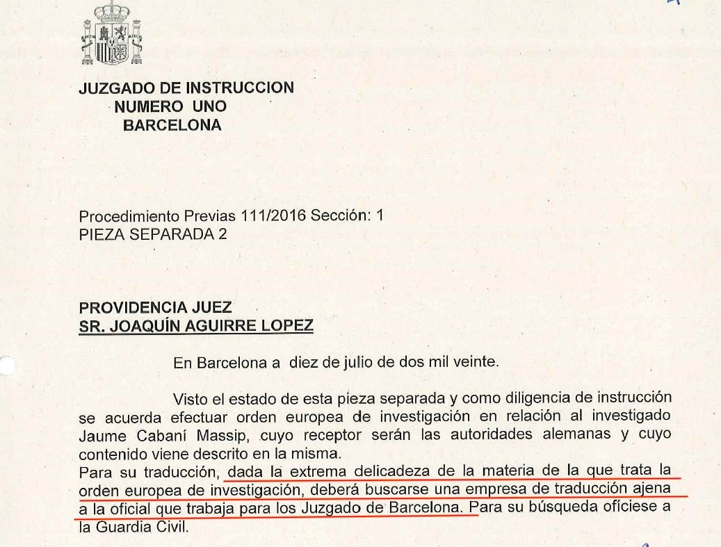 La interlocutòria del jutge on encomana a la Guàrdia Civil una empresa de traducció aliena a l'oficial