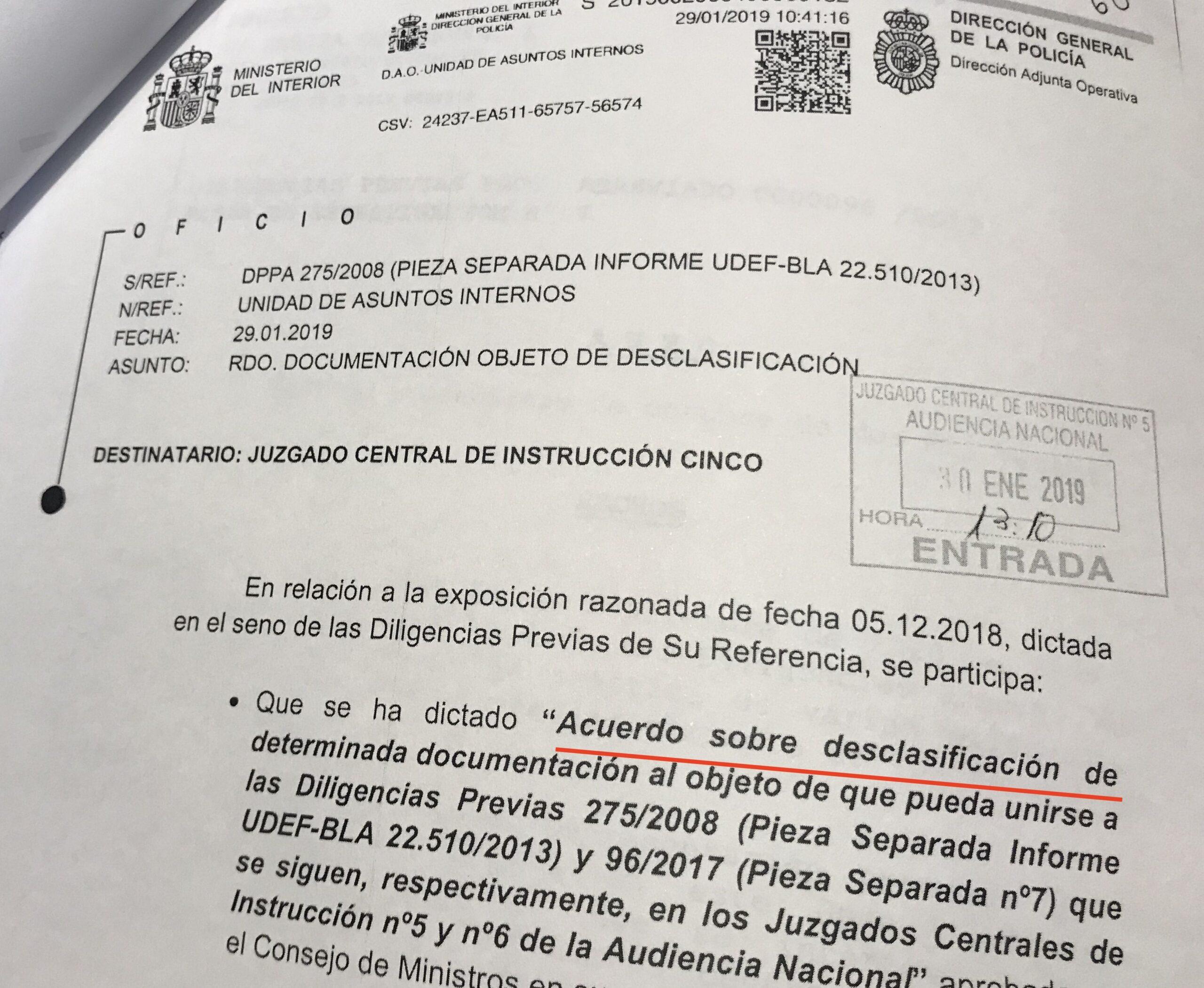 El document judicial on es comunica l'ordre de desclassificació dels documents sobre fons reservats de l'operació Kitchen