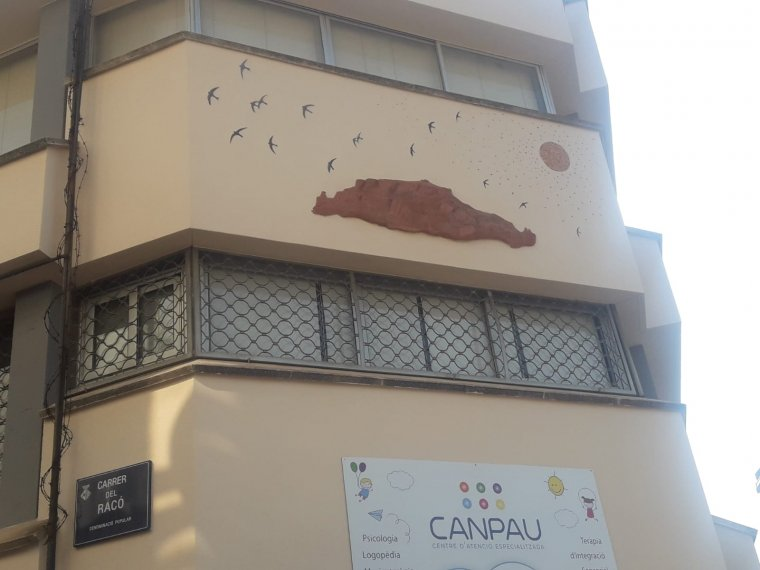 Una imatge de Sant Llorenç en una façana