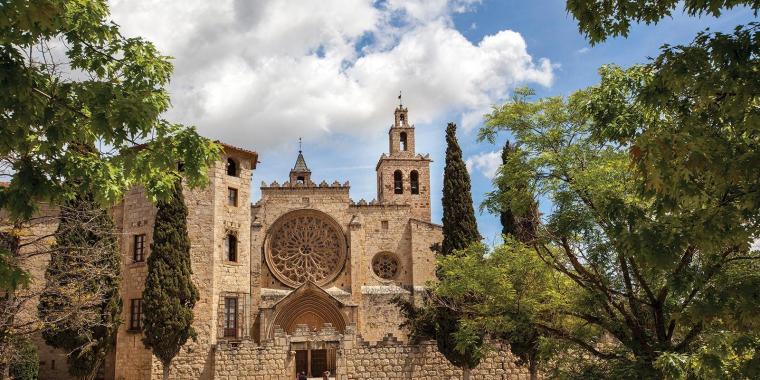 El Monestir de Sant Cugat un dels conjunts d'escultura romànica més importants de Catalunya i del romànic
