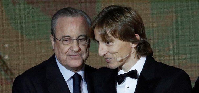 Luka Modric i Florentino Pérez celebren la Pilota d'Or del futbolista croat.