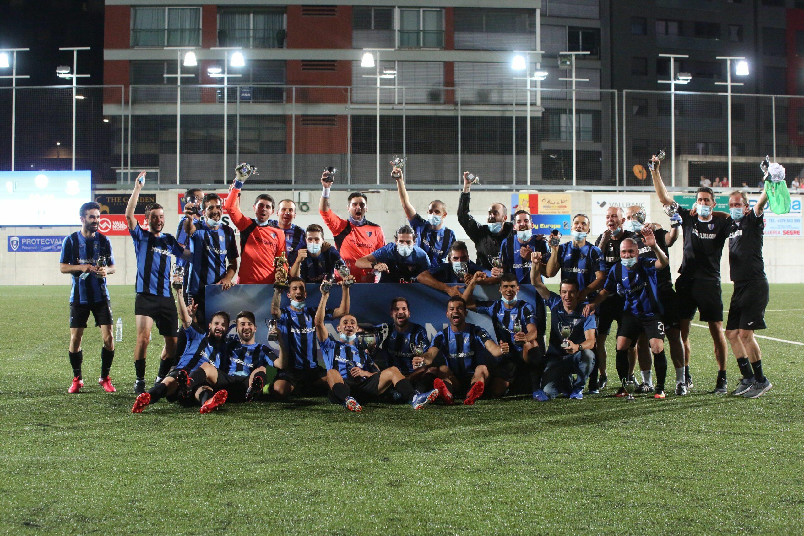 Els jugadors de l'Inter Escaldes celebren el títol de Copa . Inter Club Escaldes