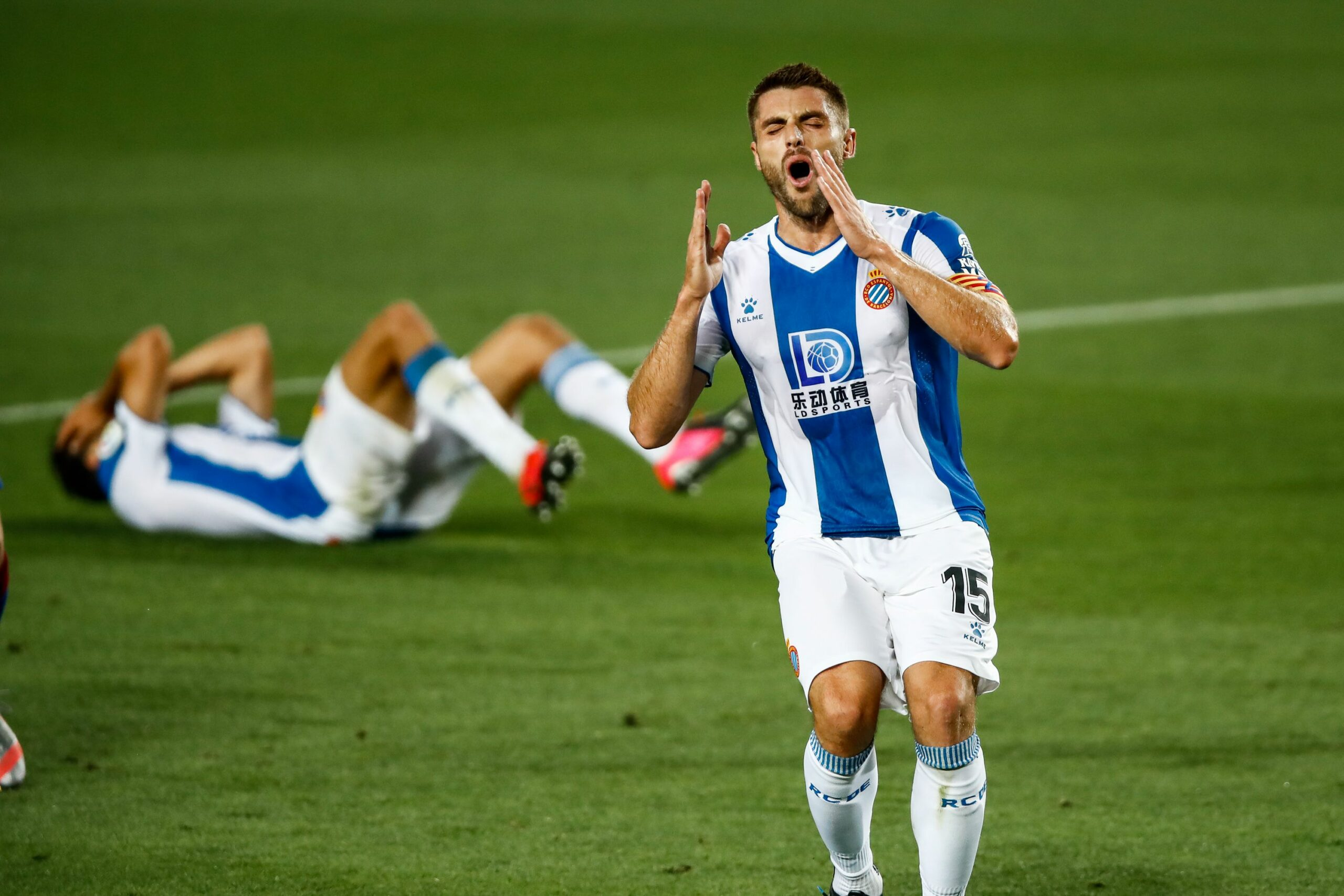 David López es lamenta al Camp Nou | Europa Press