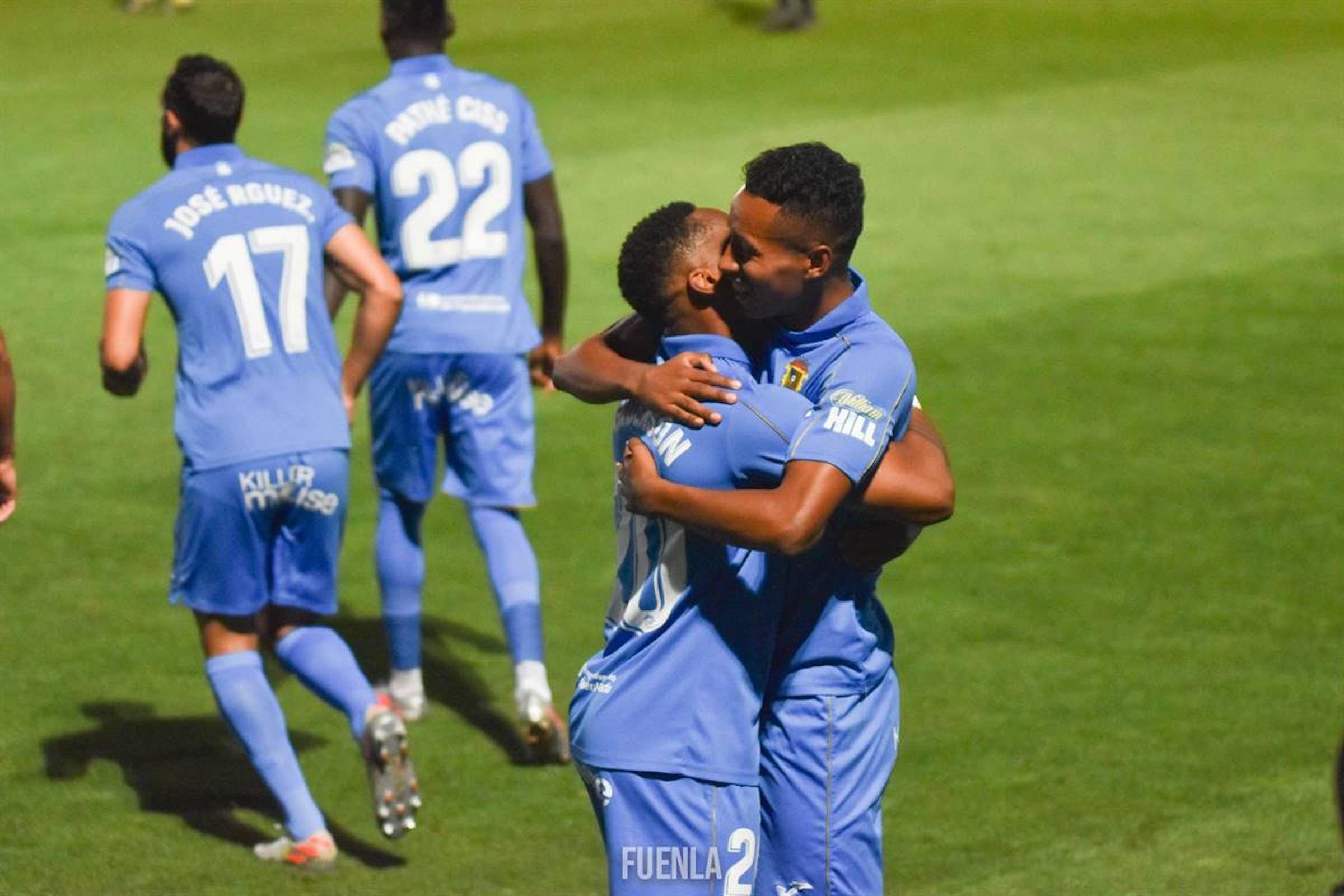 Jugadors del Fuenlabrada celebren un gol | @CFuenlabradaSAD