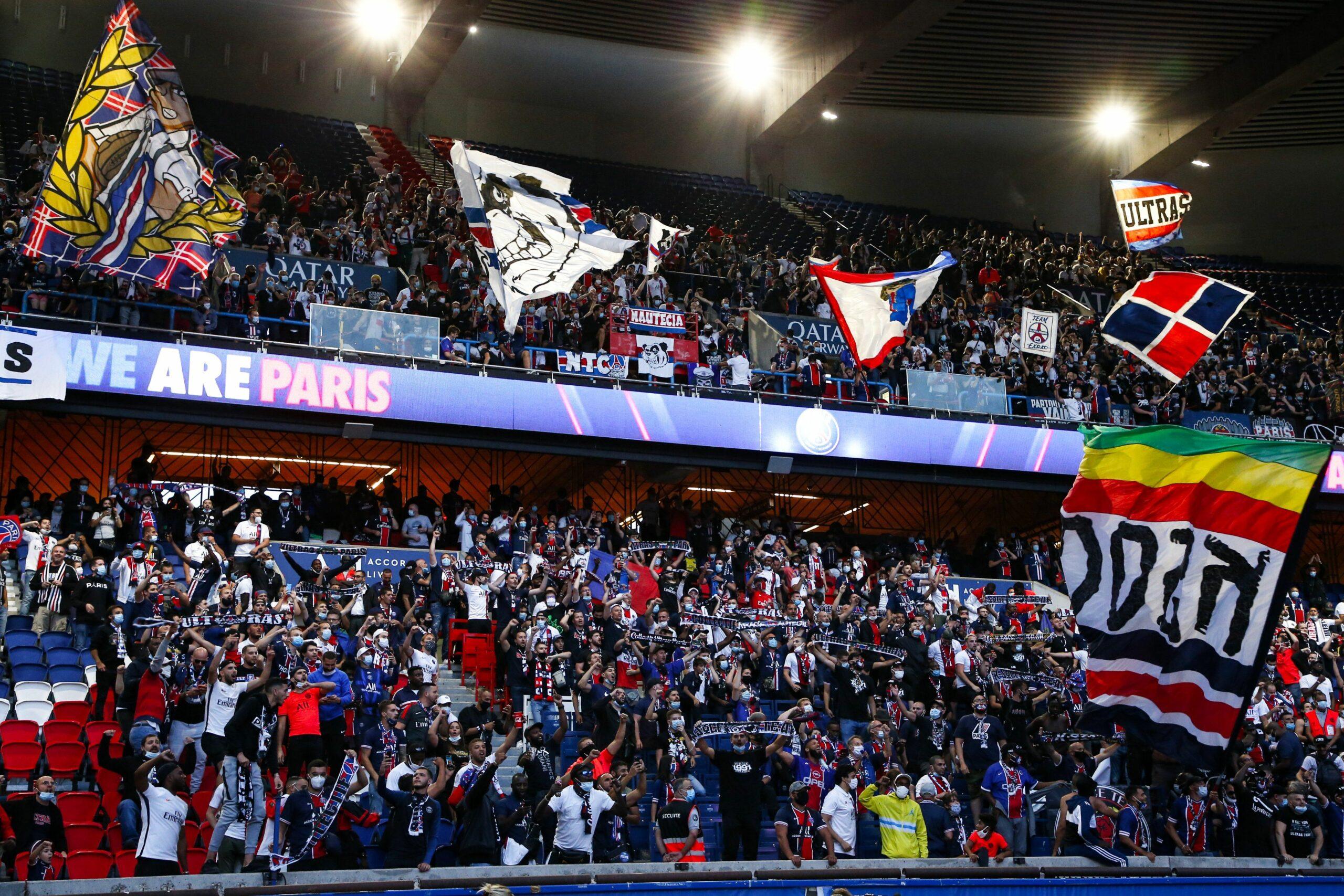 Aficionats del PSG veuen la final de la Champions al Parc dels Prínceps   @PSG inside