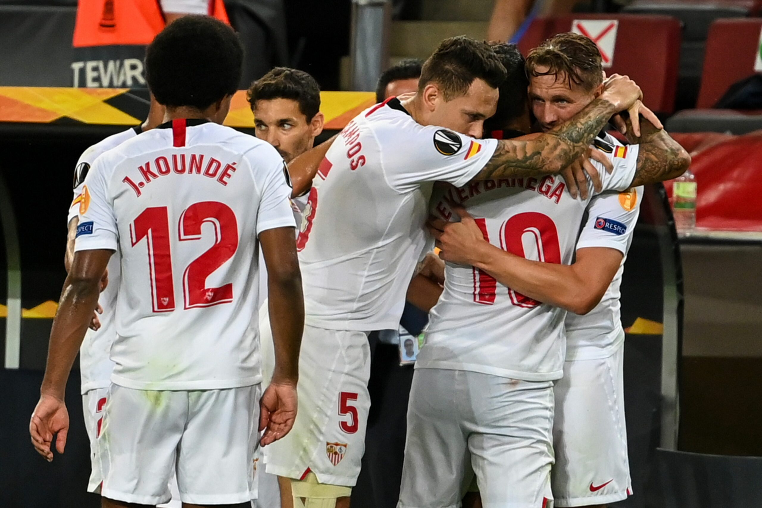 Els jugadors del Sevilla celebren un dels gols contra l'Inter | Europa Press