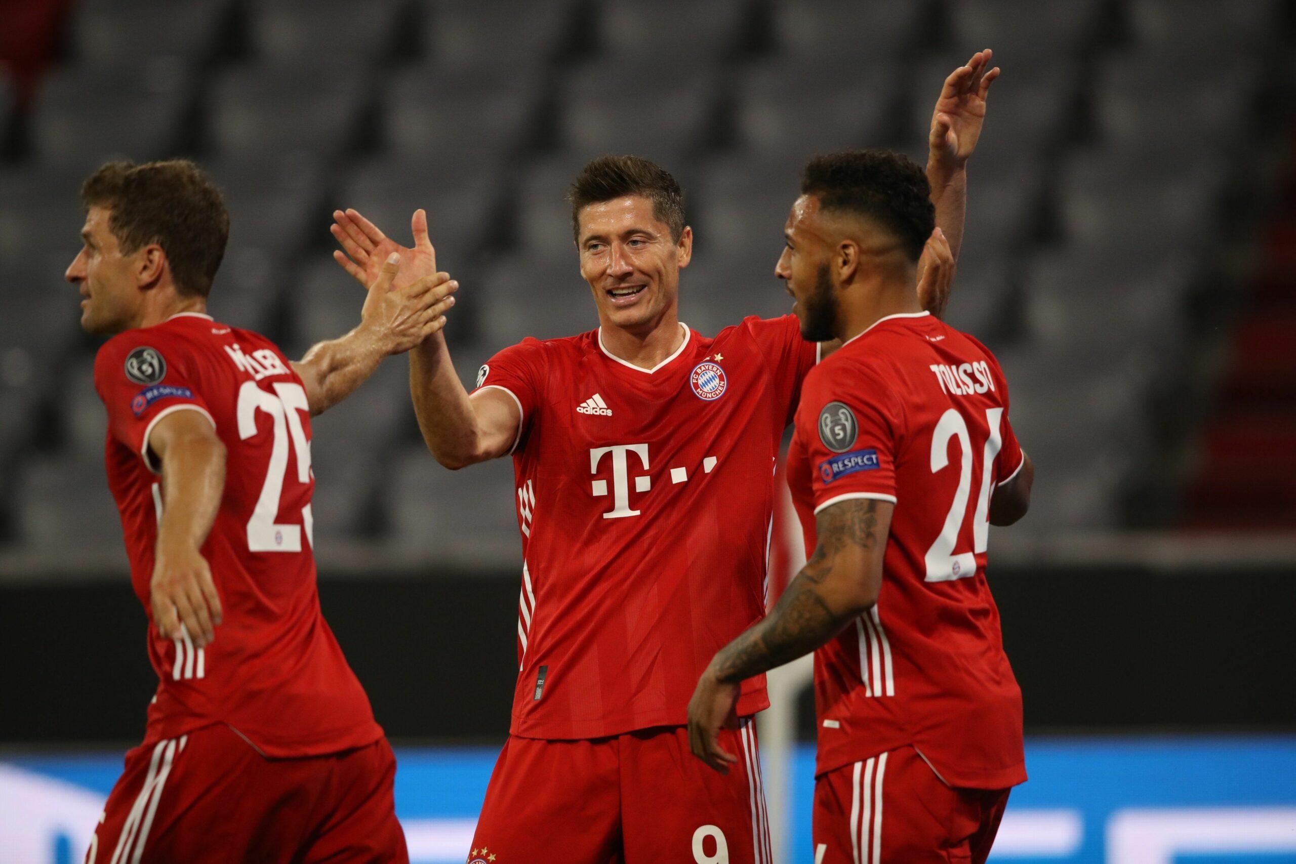Els jugadors del Bayern celebren un gol contra el Chelsea | @FCBayern