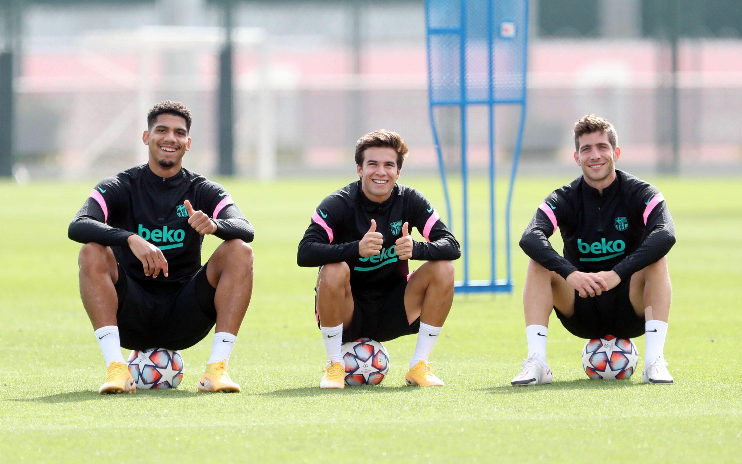 Riqui Puig, Ronald Araujo i Sergi Roberto, durant un entrenament | FC Barcelona