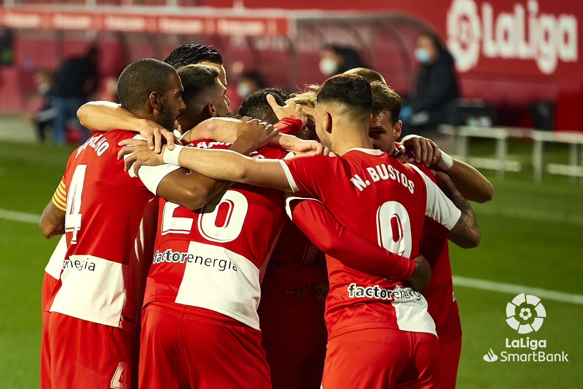 Els jugadors del Girona celebren un dels gols de Mamadou.   LaLiga