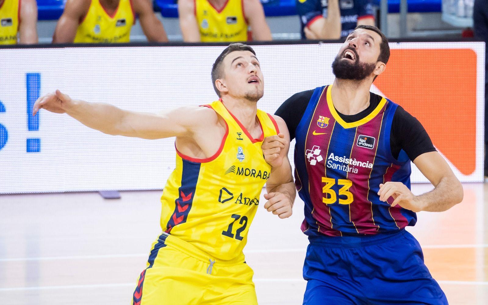 Mirotic lluita per un rebot   FC Barcelona