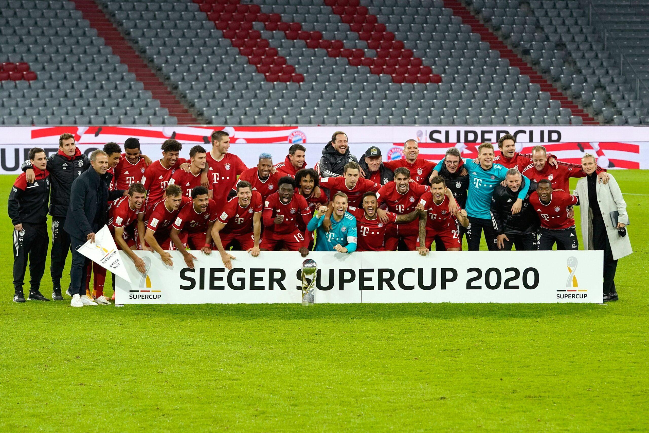 Els jugadors del Bayern celebren la Supercopa d'Alemanya | @FCBayern