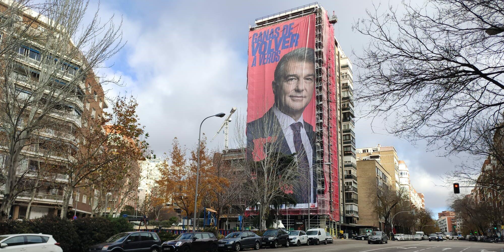 Pancarta gegant de Joan Laporta a Madrid | 'Estimem el Barça'