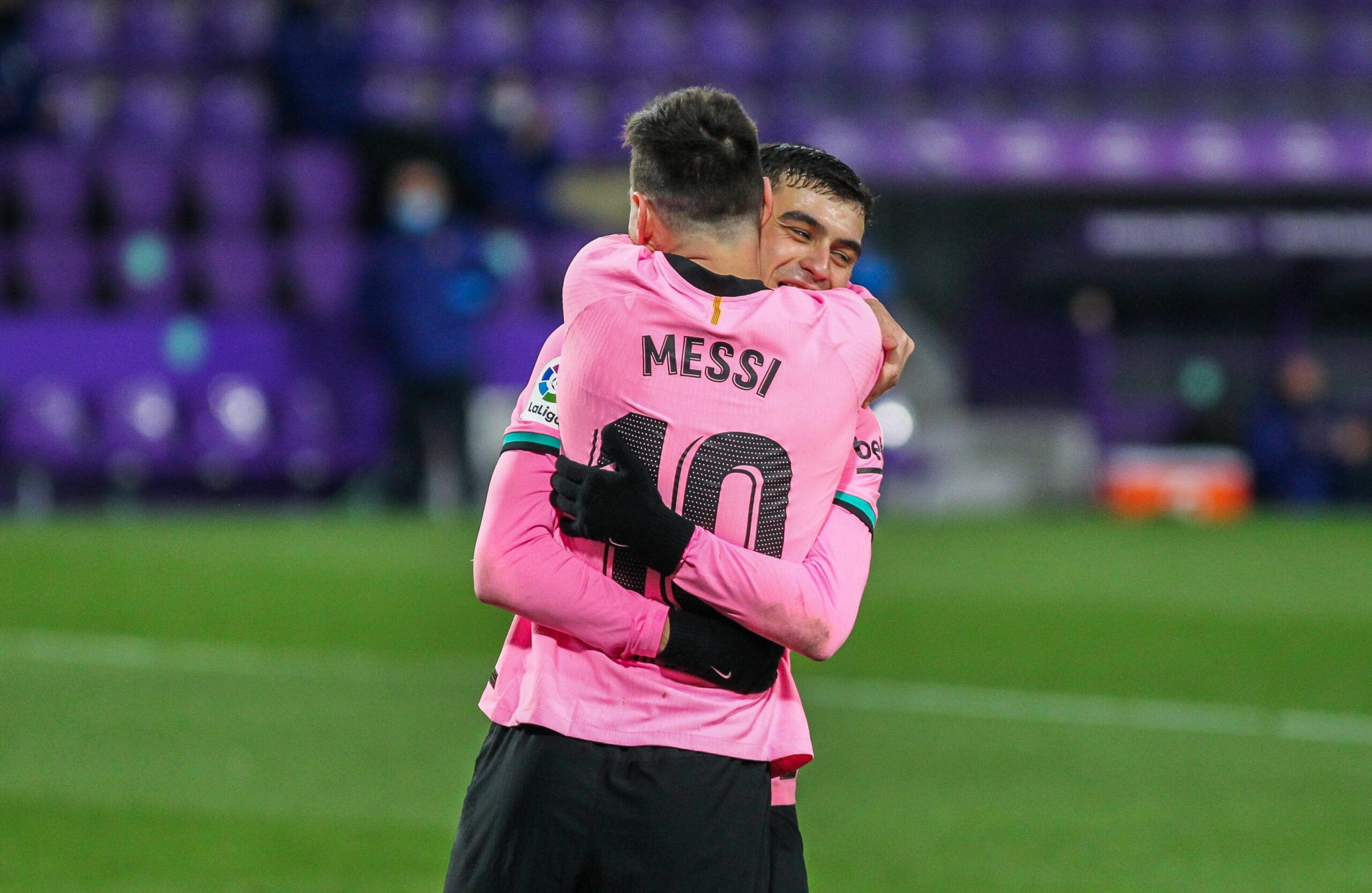 Messi i Pedri s'abracen |Europa Press