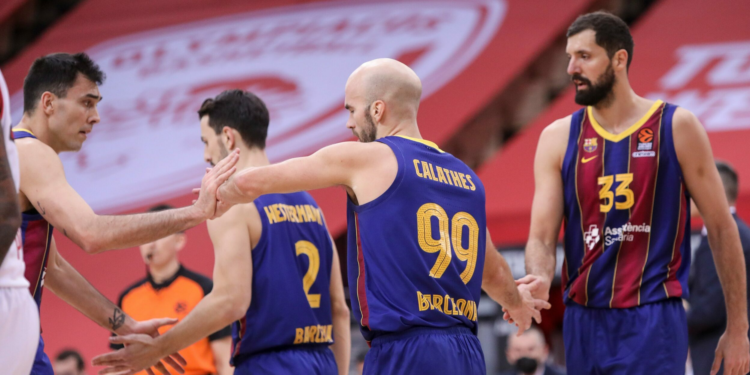 Els jugadors del Barça celebren una cistella contra l'Olympiacos | FC Barcelona