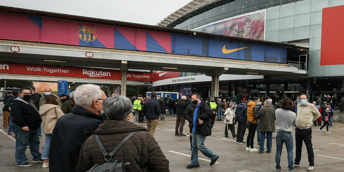 Socis del Barça fan cua abans de votar | Jordi Borràs
