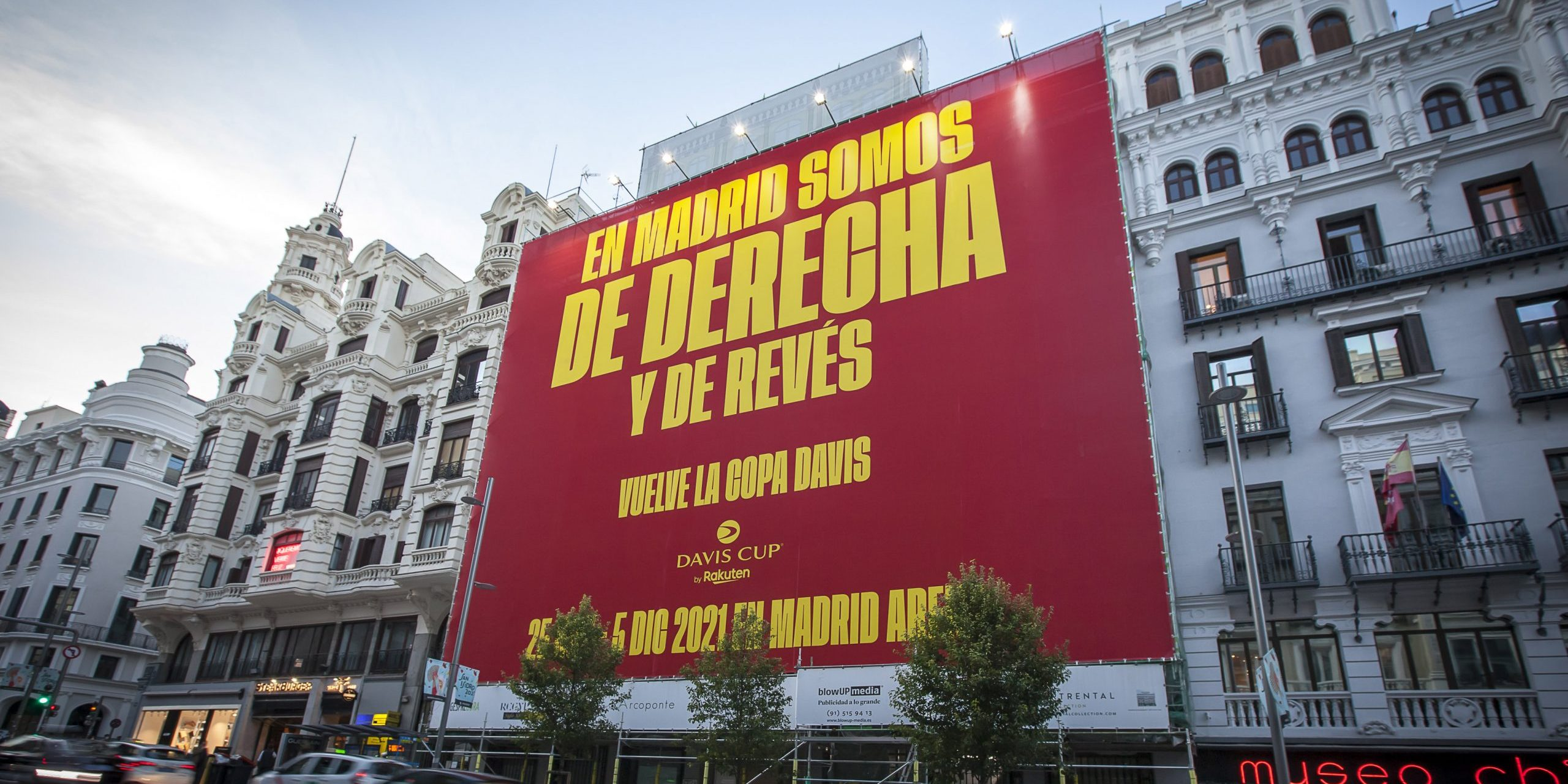 La pancarta de Piqué a Madrid per promocionar la Copa Davis | Kosmos