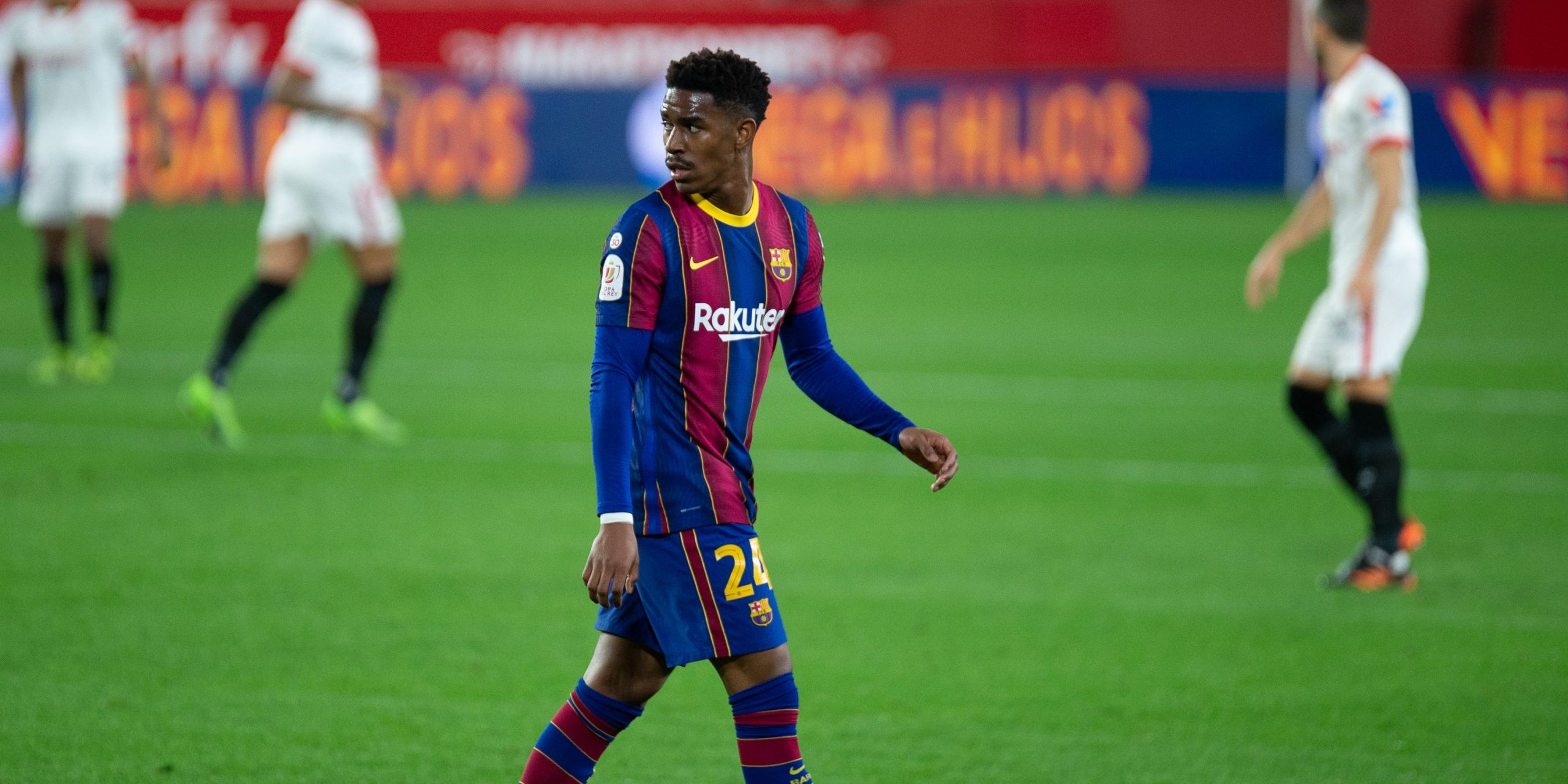 Junior Firpo of Barcelona during Semi-finals round of Copa del Rey, football match played between Sevilla Futbol Club and Futbol Club Barcelona at Ramon Sanchez Pizjuan Stadium on February 10, 2021 in Sevilla, Spain. AFP7 /  Europa Press   (Foto de ARCHIVO) 10/2/2021 ONLY FOR USE IN SPAIN
