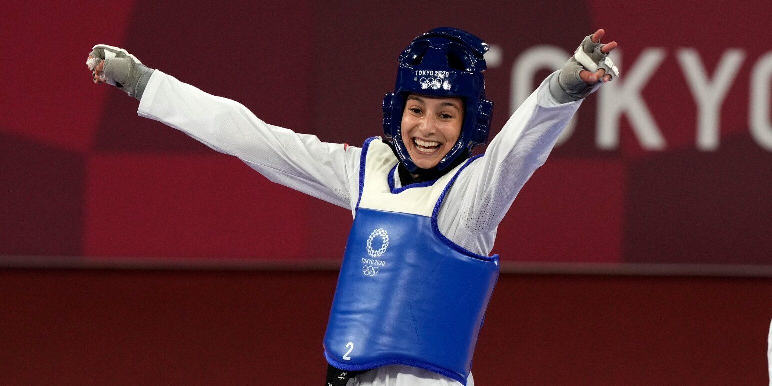 Adriana Cerezo celebra victòria després d'un combat | Twitter Comitè Olímpic Espanyol