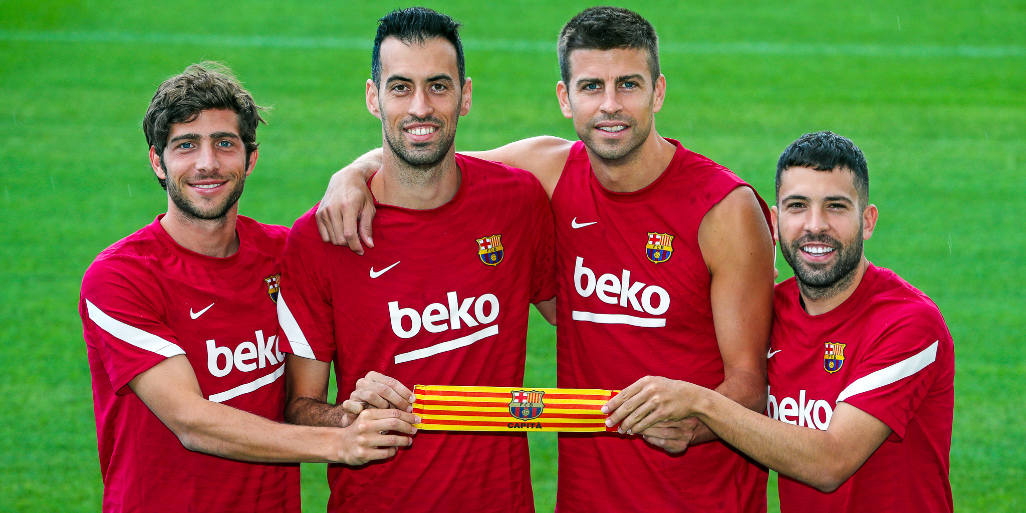 Els quatre nous capitans del Barça es fotografien amb el braçalet | FC Barcelona