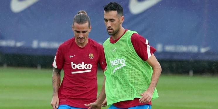 Griezmann i Busquets, durant un entrenament | FC Barcelona