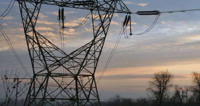 Una torre elèctrica d'alta tensió