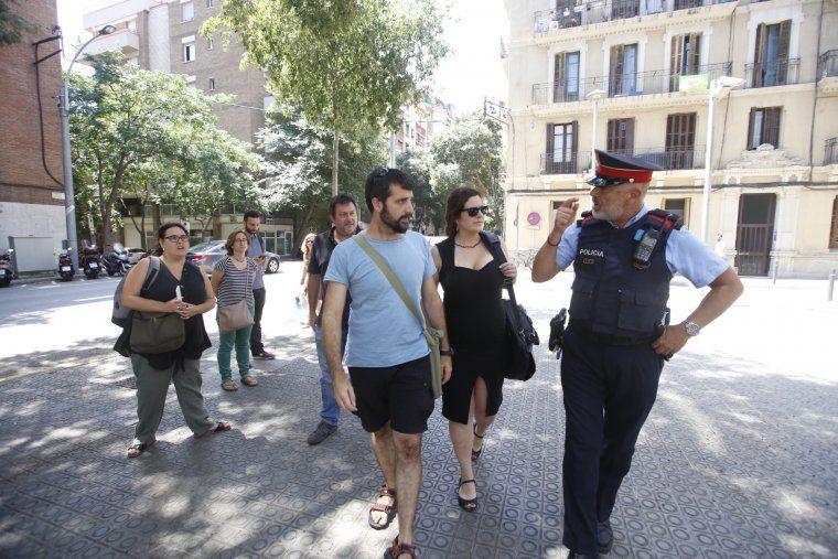 Jordi Borràs, acompanyat de la seva advocada, es dirigeix a declarar a la comissaria de les Corts