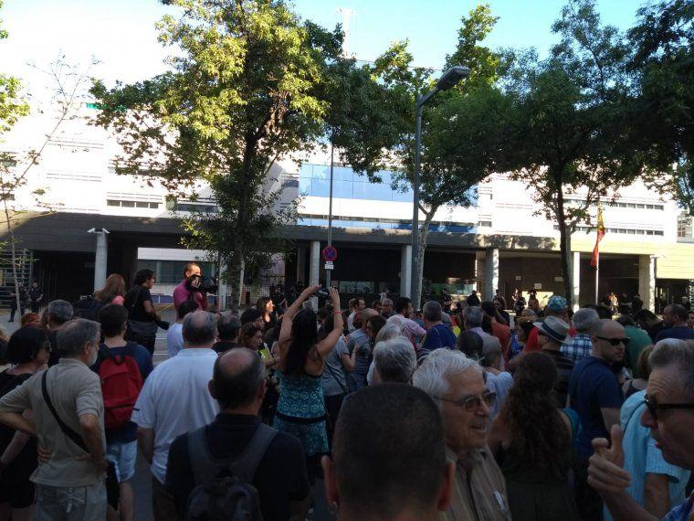 Persones es manifesten contra l'agressió a Jordi Borràs