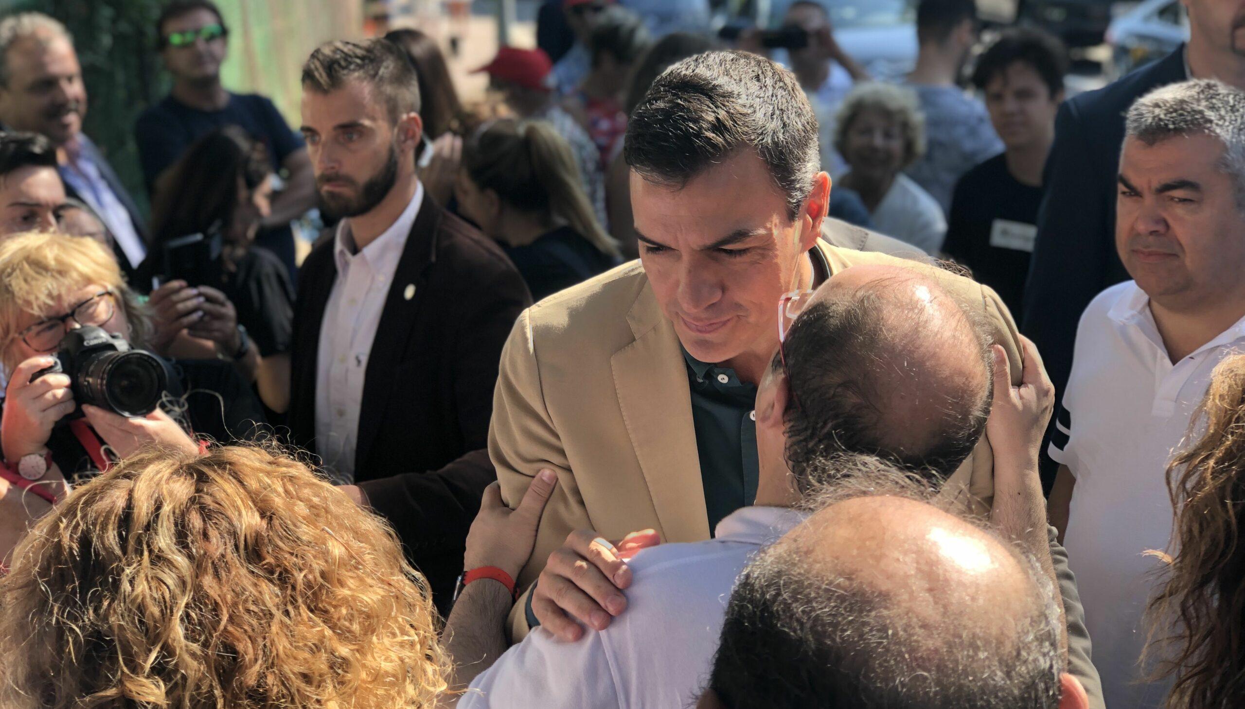 Iceta saluda Sánchez en arribar a la Fiesta de la Rosa