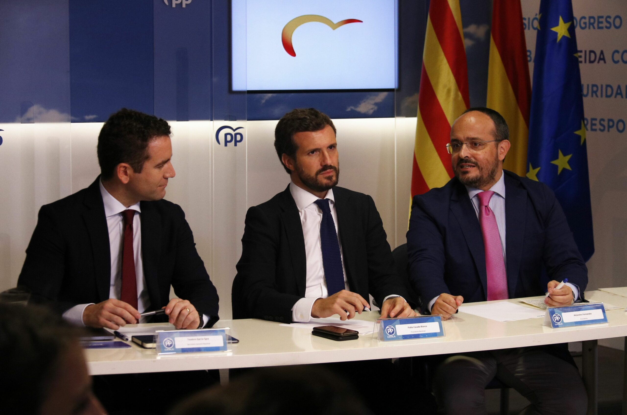 Teodoro García Egea, Pablo Casado i Alejandro Fernández, en la reunió de la dirección del PP d'aquest mató a Barcelona