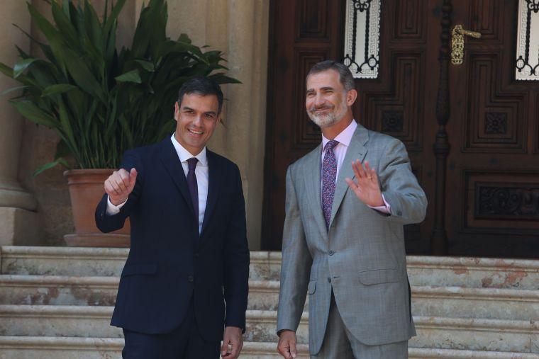 El president del govern espanyol, Pedro Sánchez, amb el rei Felip VI, en una imatge d'arxiu
