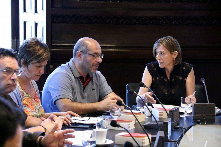 La presidenta del Parlament, Carme Forcadell, es dirigeix al vicepresident Lluís Guinó