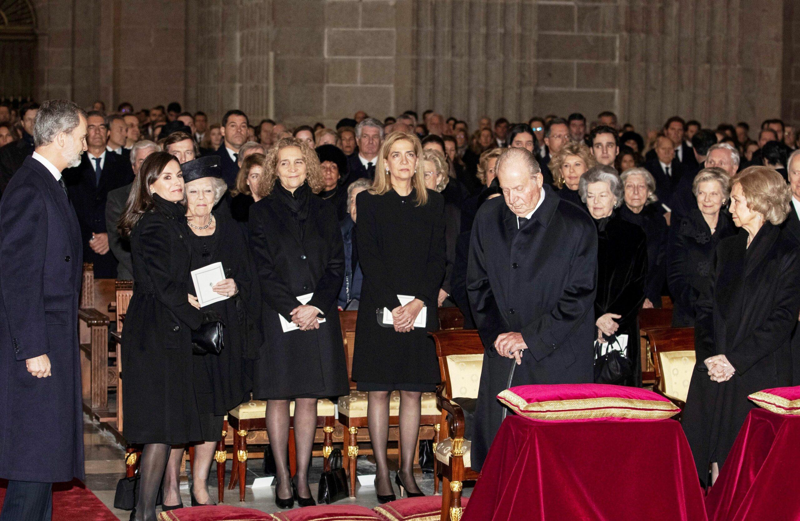 La família reial, distanciada durant el funeral de la infanta Pilar  Europa Press
