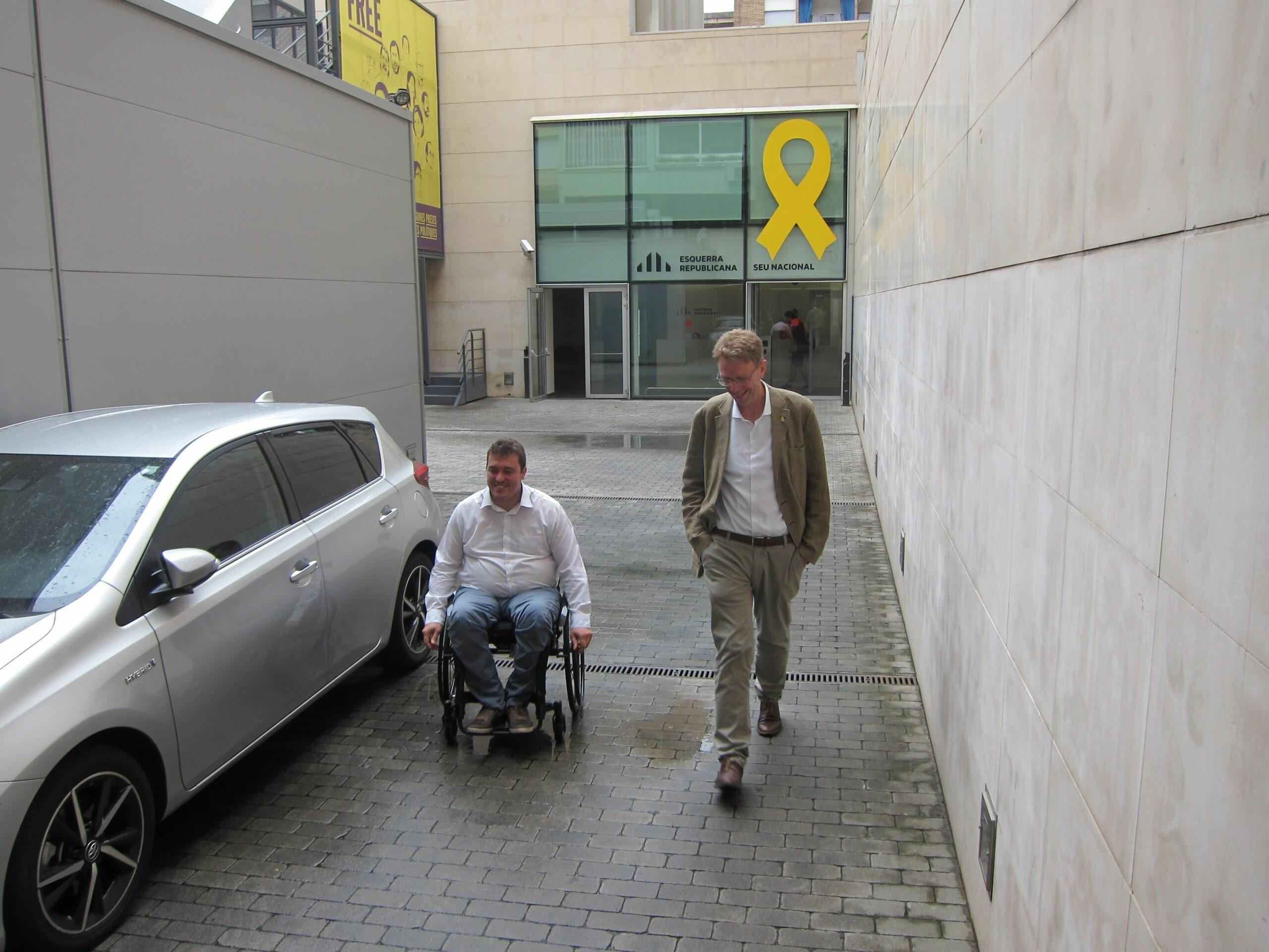 Ferran Bel sortint d'una reunió a la seu d'ERC a Barcelona amb David Bonvehí el juliol del 2019 (EP)