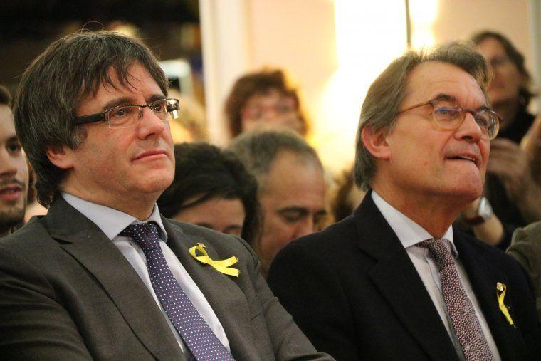 El president a l'exili, Carles Puigdemont, i l'expresident Artur Mas