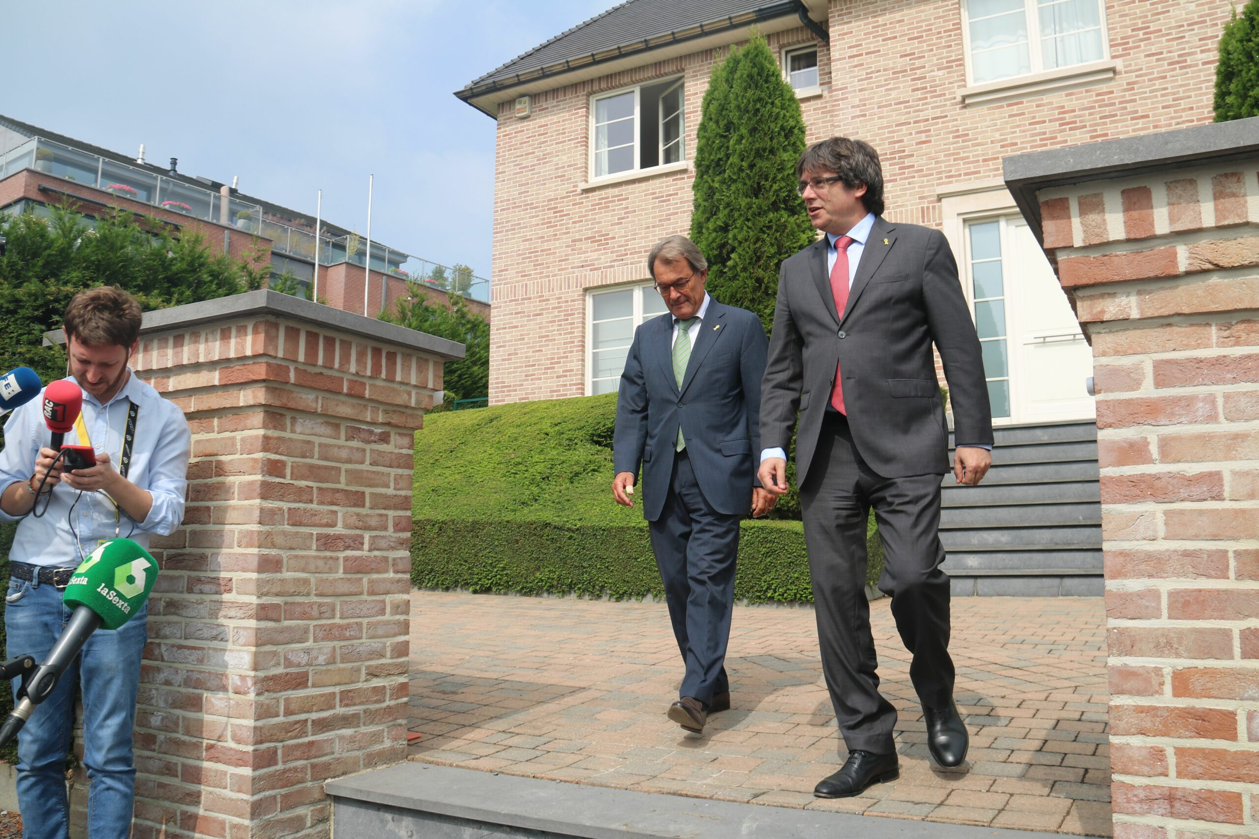 Carles Puigdemont i Artur Mas a Waterloo