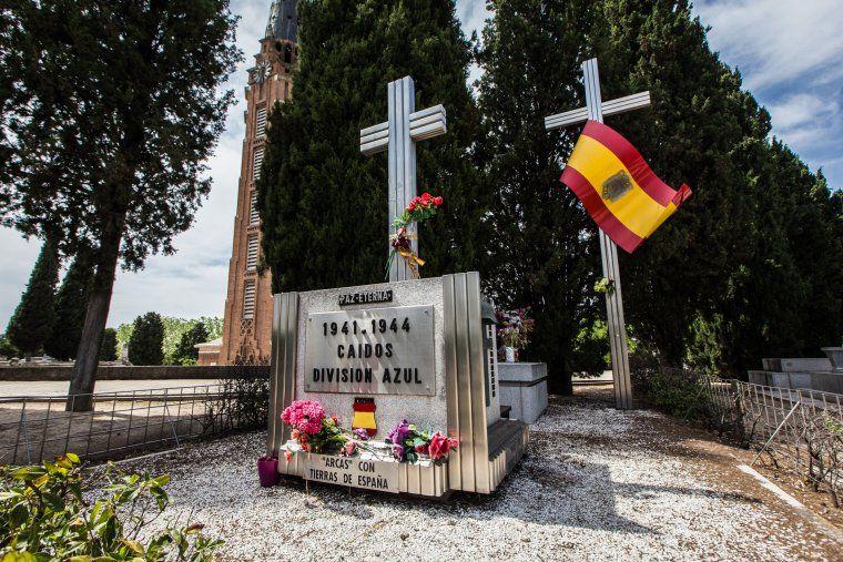 Làpida que honora la División Azul al cementiri de l'Almudena
