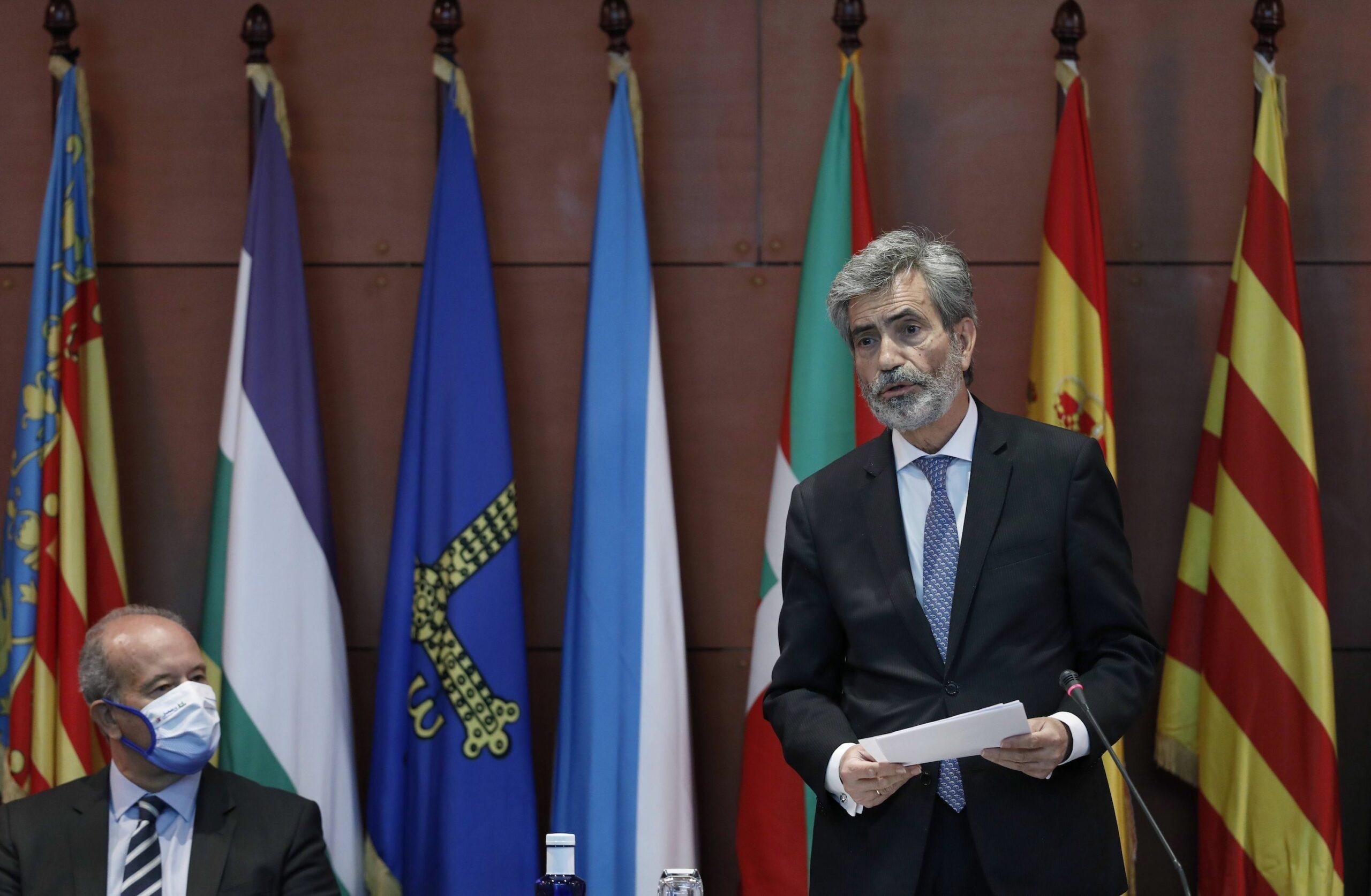 El president del Consell General del Poder Judicial, Carlos Lesmes, i el ministre de Just?cia, Juan Carlos Campo, en l'acte de lliurament de despatxos als nous jutges / Europa Press