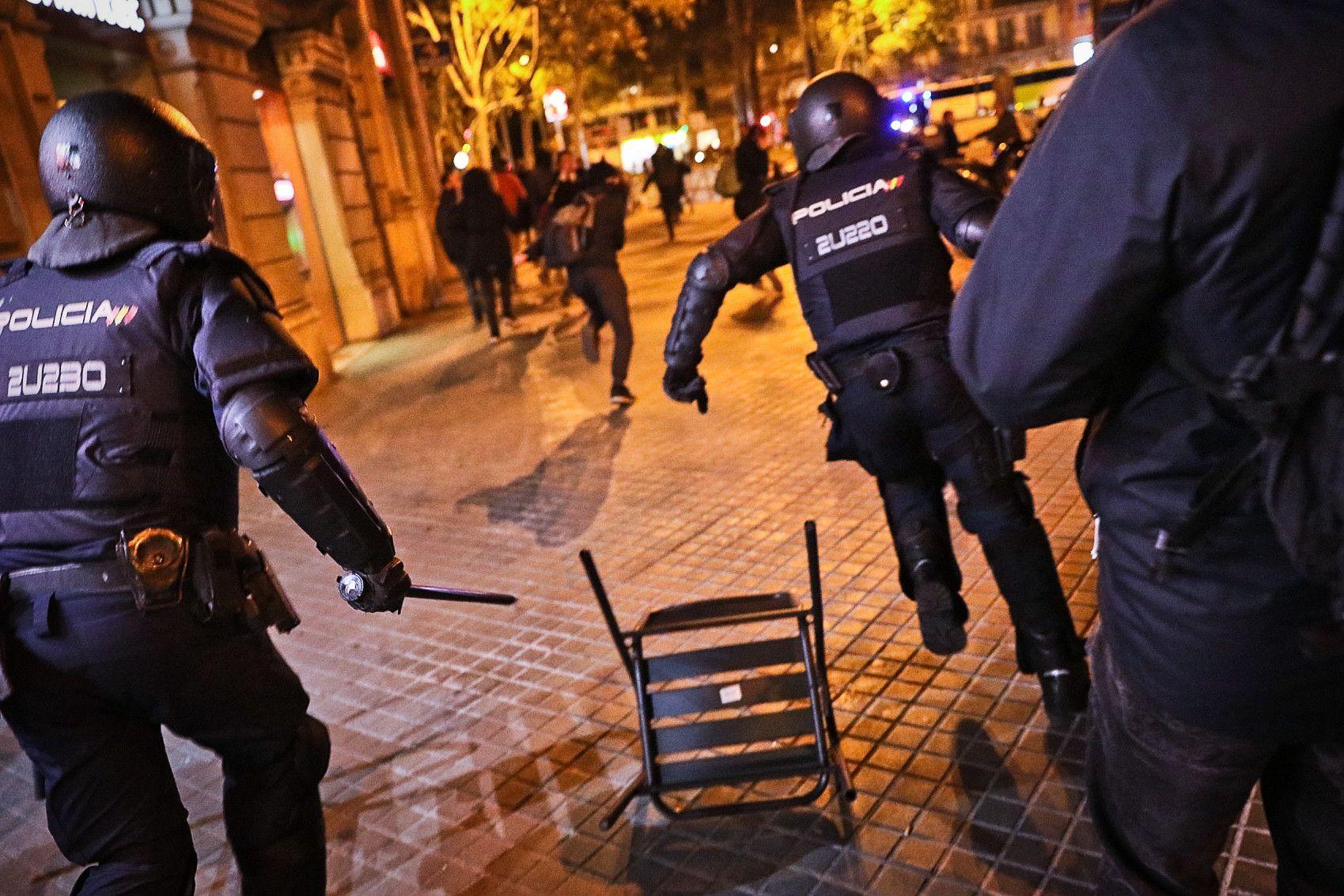 Enfrontaments amb la policia a la manifestaci? dels CDR durant la jornada de reflexi?