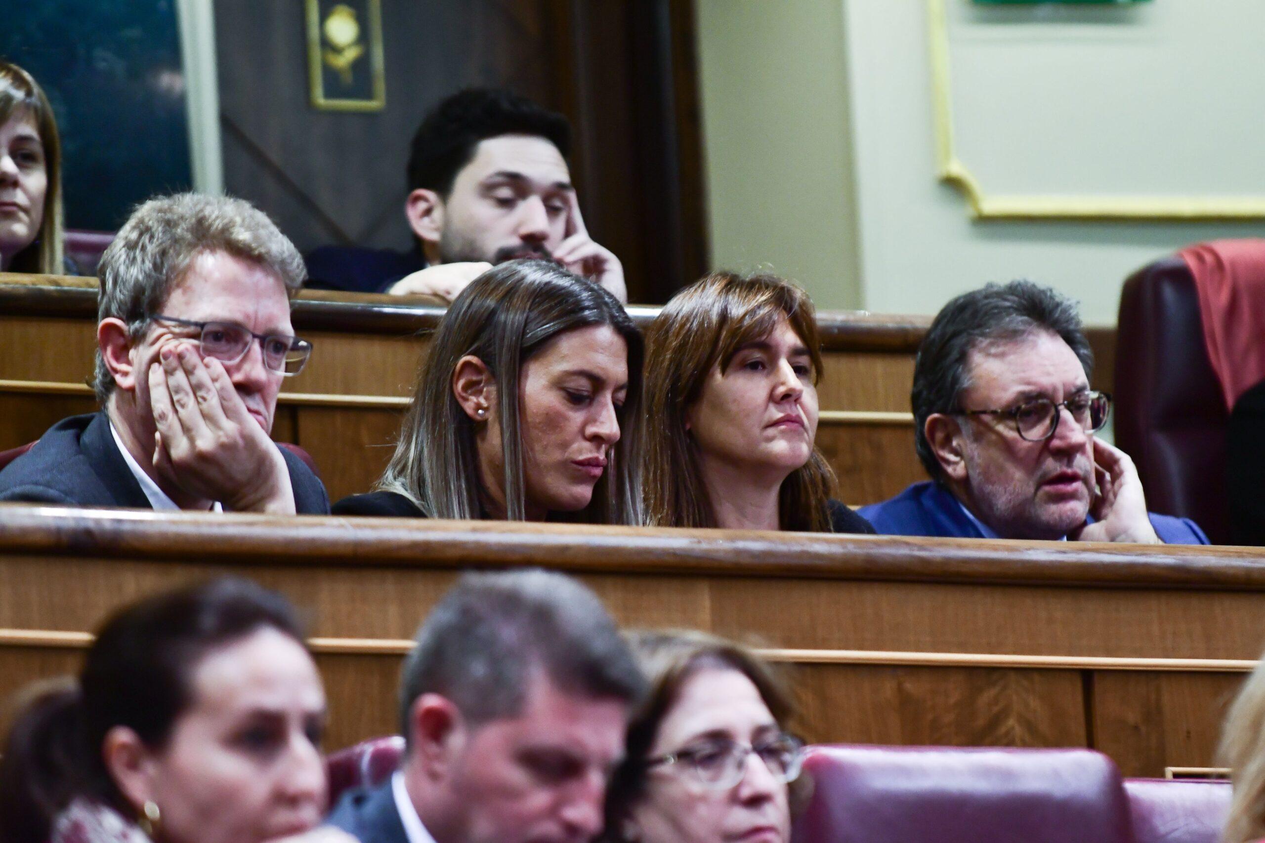 Els diputats de JxCat Laura Borràs, Josep Lluís Cleries, Ferran Bel i Míriam Nogueras, escoltant el debat d'investidura des del seu escó al Congrés dels Diputats