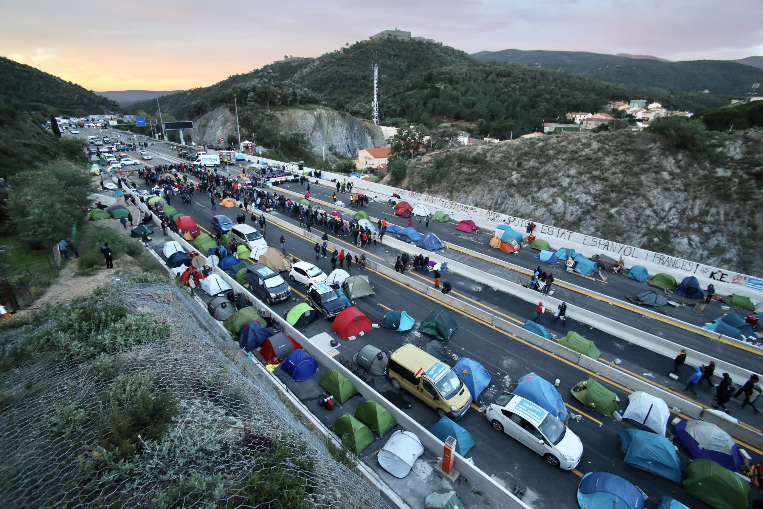 Tall de carretera de Tsunami a la Jonquera