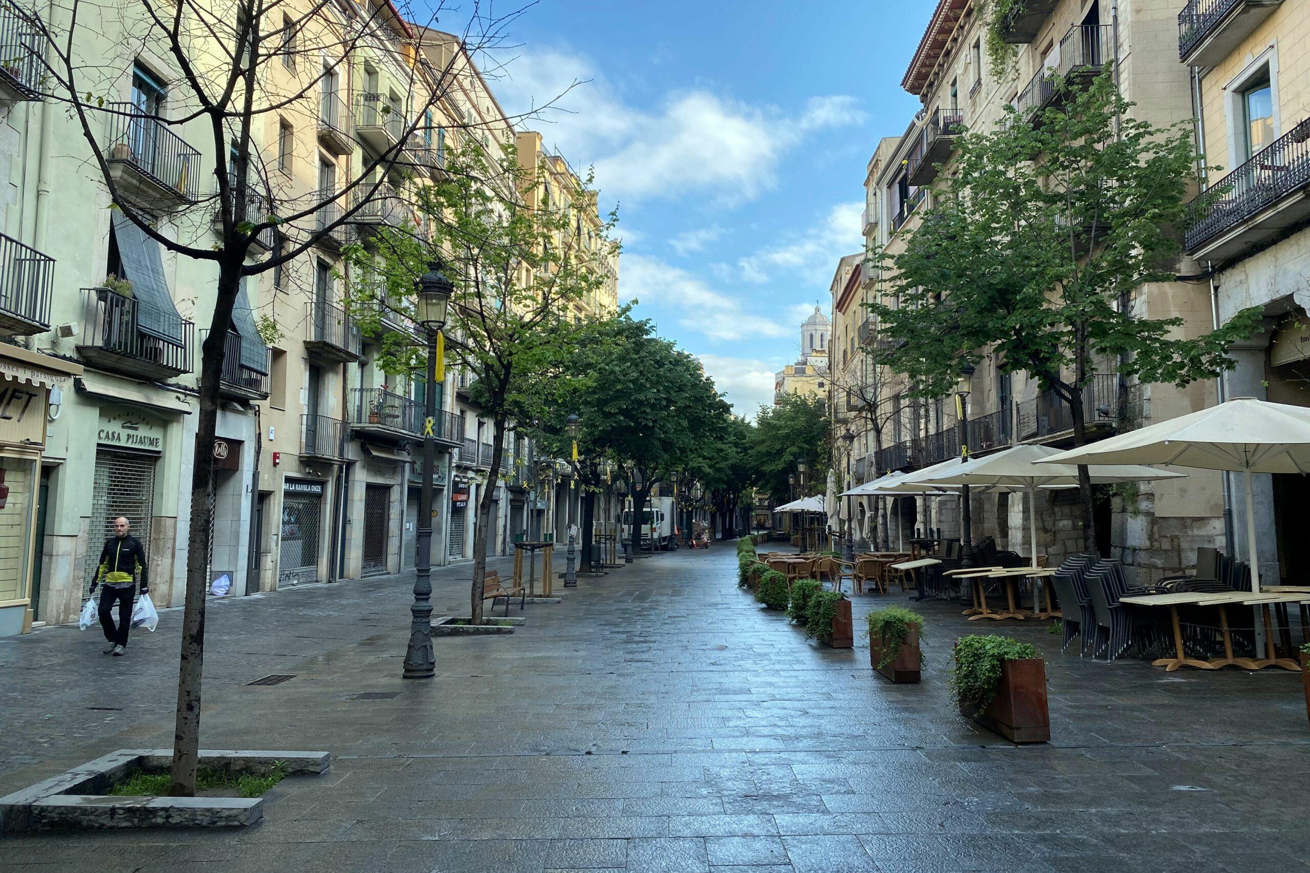 La Rambla de Girona, buida per Sant Jordi